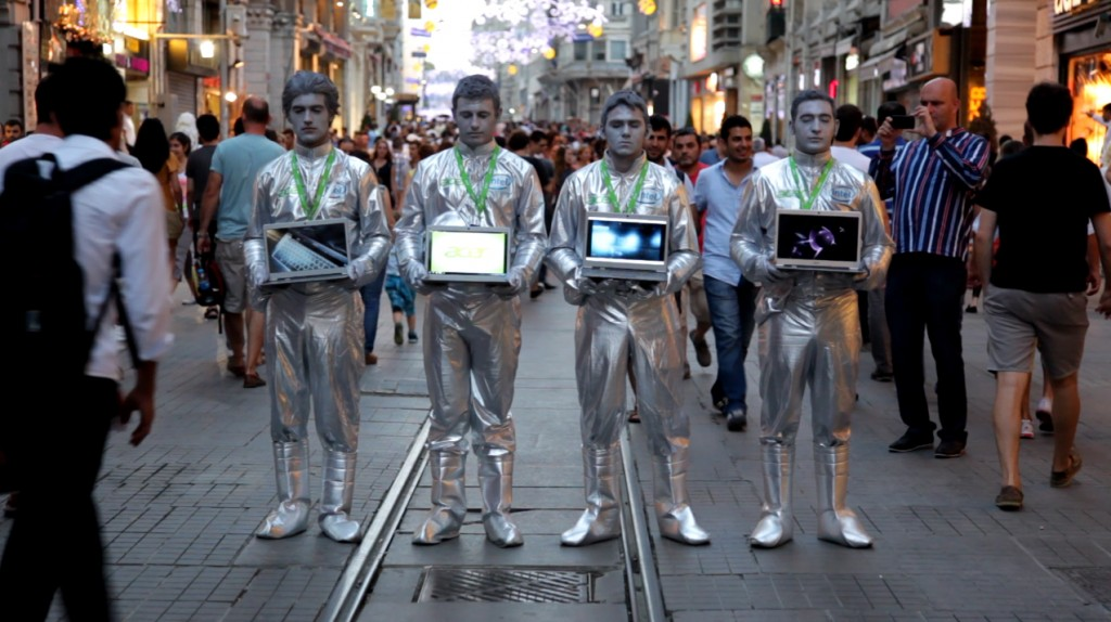acer_ultrabook_s3_notebook_marketing_street_direct_-guerilla-team_space_alien_experience_no-comment