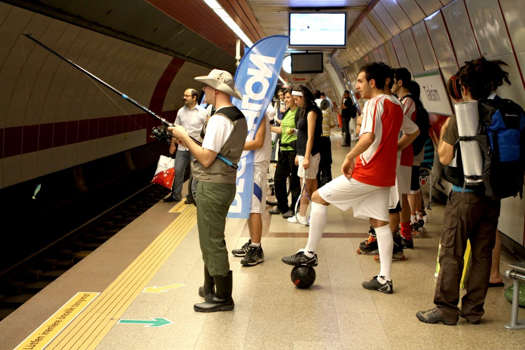 decathlon_guerilla-marketing_turkey_flash-mob_gerilla-pazarlama_turkiye_metro_-taksim-haciosman_subway