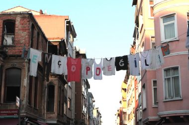 guerilla-marketing_hm_recycle__fashion_street-marketing